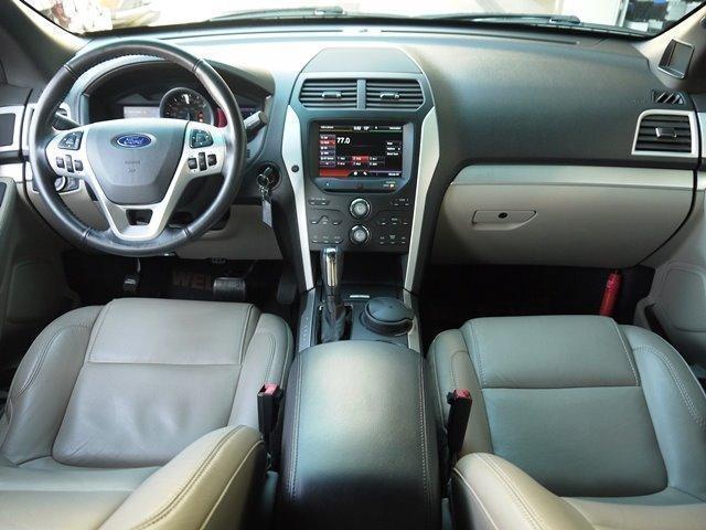XLT エコブースト 正規ディーラー車 3列シート レザーシート シートヒーター パワーシート サイドステップ フロント/サイド/リアカメラ オートエアコン 純正18インチアルミ(12枚目)