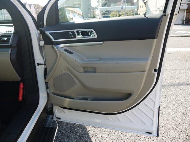 XLT エコブースト 正規ディーラー車 3列シート レザーシート シートヒーター パワーシート サイドステップ フロント/サイド/リアカメラ オートエアコン 純正18インチアルミ(29枚目)