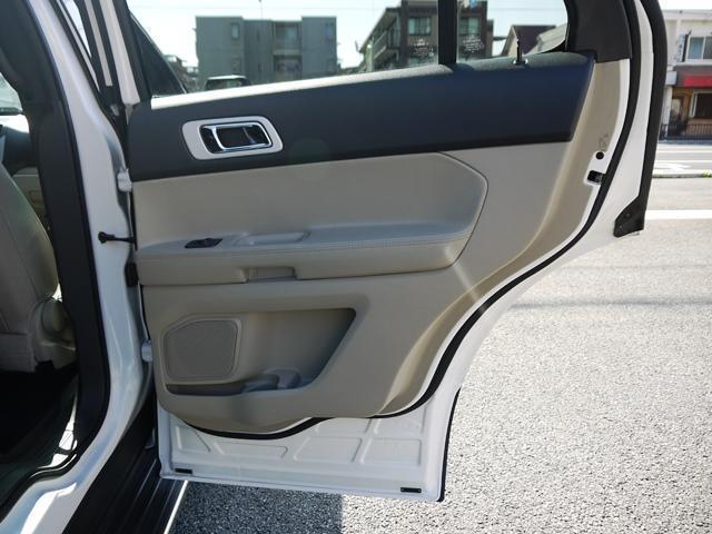 XLT エコブースト 正規ディーラー車 3列シート レザーシート シートヒーター パワーシート サイドステップ フロント/サイド/リアカメラ オートエアコン 純正18インチアルミ(32枚目)