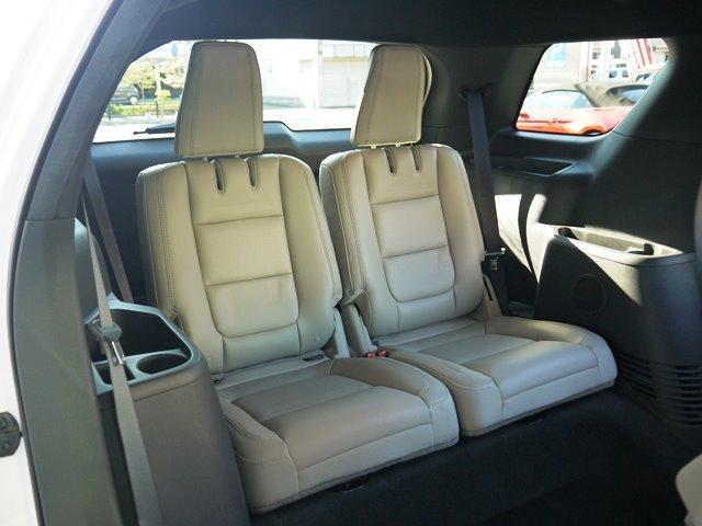 XLT エコブースト 正規ディーラー車 3列シート レザーシート シートヒーター パワーシート サイドステップ フロント/サイド/リアカメラ オートエアコン 純正18インチアルミ(35枚目)