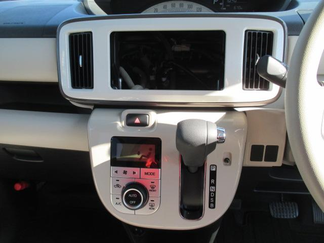 車内の温度を一定に保ちやすいオートエアコンです♪液晶パネル付きで、操作のし易いプッシュ式のパネルです♪