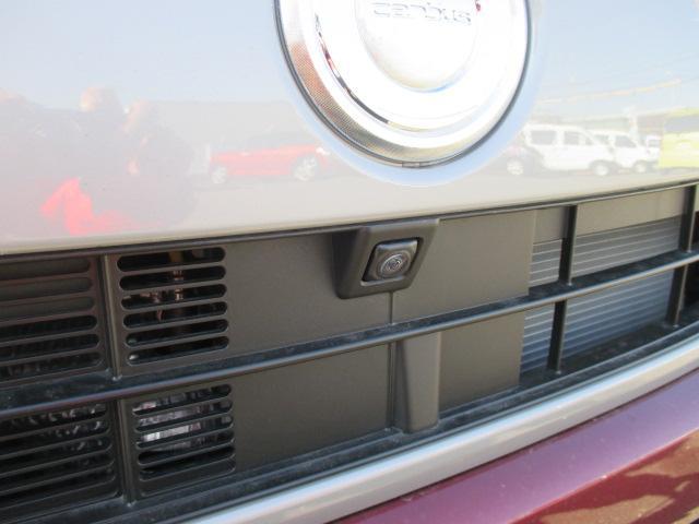 車輌の前後左右に搭載した4つのカメラにより、くるまを真上からみているような映像を表示。運転席から確認しにくい車輌周囲の状況を把握できまよ ♪
