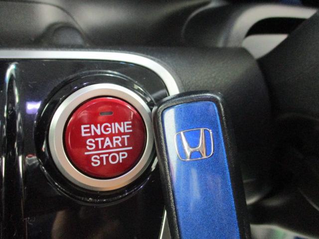 スマートキー キーを取り出さなくてもドアの解錠・施錠・エンジン始動ができるスグレモノです!