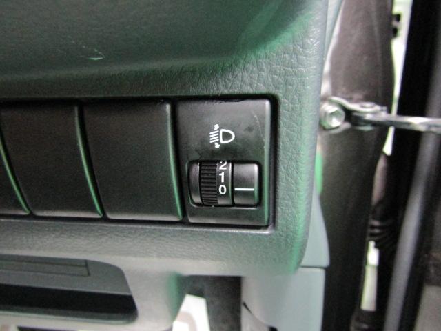 X セキュリティアラーム ウインカーミラー プライバシーガラス ライト付バニティミラー シートリフター 電動格納ミラー スマートキー プッシュスタート ヘッドライトレベライザー ABS ブルートゥース(16枚目)