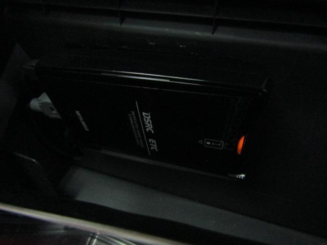 ローブ LEDヘッドライト フォグライト オートライト アイドリングストップ 16インチアルミ バックカメラ オートエアコン プッシュスタート ステアリングスイッチ チルトステア フルセグ ブルートゥース(10枚目)