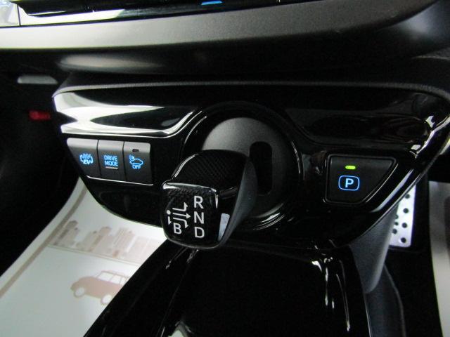 S GRスポーツ ワンオーナー 9インチナビ トヨタセーフティセンス フルセグ バックカメラ プッシュスタート ビルトインETC オートエアコン ステアリングスイッチ オートライト LEDヘッドライト フォグライト(11枚目)