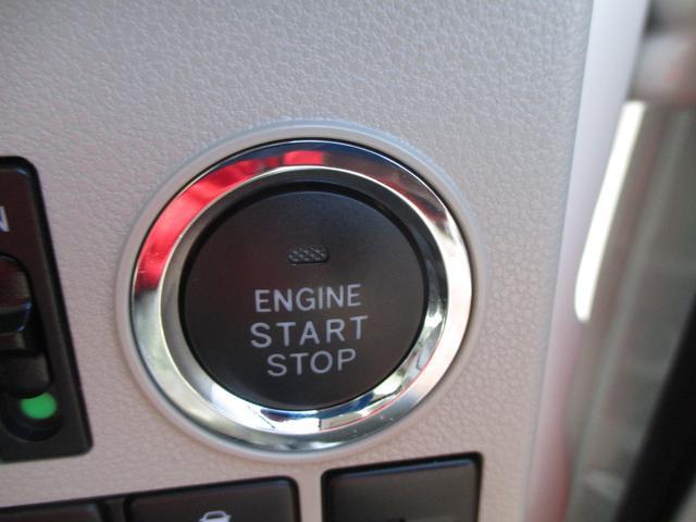エンジン始動はプッシュスタートでラクラク♪電子カードキーを携帯していれば、ブレーキを踏みながらこのボタンを押すだけでエンジンの始動がスマートに行えます☆