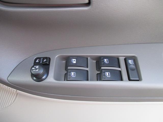パワーウィンドウスイッチや電動格納ミラースイッチが運転席ドアに集約されています☆
