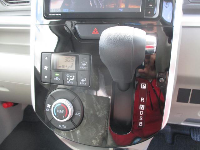 温度設定をすれば、自動で車内の温度管理をしてくれる、快適装備のオートエアコン☆