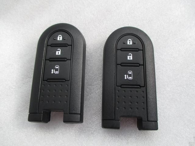 電子カードキーを携帯していれば、ドアハンドルやバックドアのスイッチを押すだけでドアの施錠・解錠ができます!鍵を出す手間も省け、開閉ラクラク♪