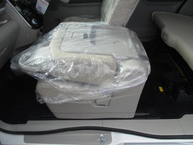 助手席はテーブルとして使うこともできるので、車内で食事をする際などとても便利です☆