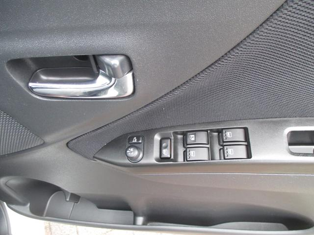パワーウインドウスイッチや電動格納ミラースイッチが運転席ドアに集約されています☆
