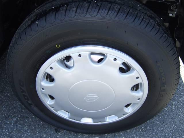 タイヤは4本とも新品に履き替えました。