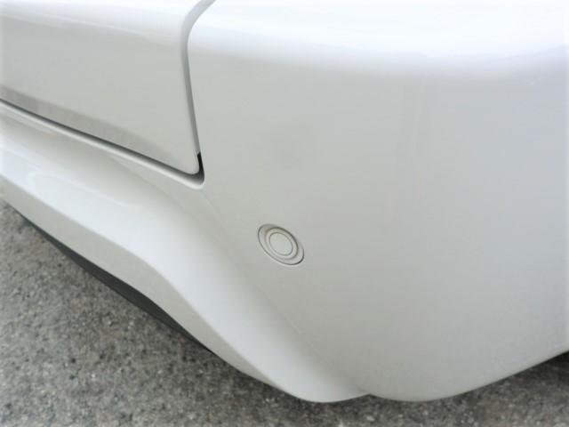 細い道を通ったとき、または駐車をするとき、うっかり車をこすってしまった経験ありませんか?もし障害物が車に当たりそうになると警告音が鳴る障害物センサーを装備していますので安心ですね!