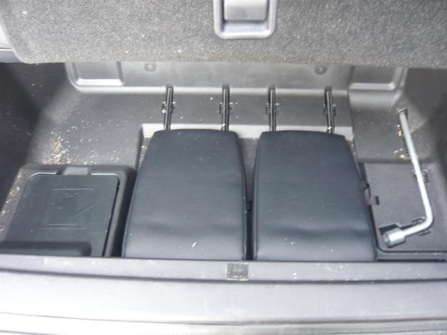 サードシートヘッドレストは、床下収納可能です
