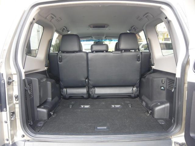 サードシート格納しますと、荷室の容積がかなり広くなりますので、旅行やアウトドア等の荷物の多い時でも安心です