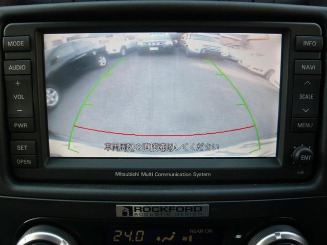 バックガイドモニターは、後退時に車両の後ろ側をモニター画面に表示します。車庫入れなどでバックする際に後方確認ができて便利です。一度使うと手放せない装備です!