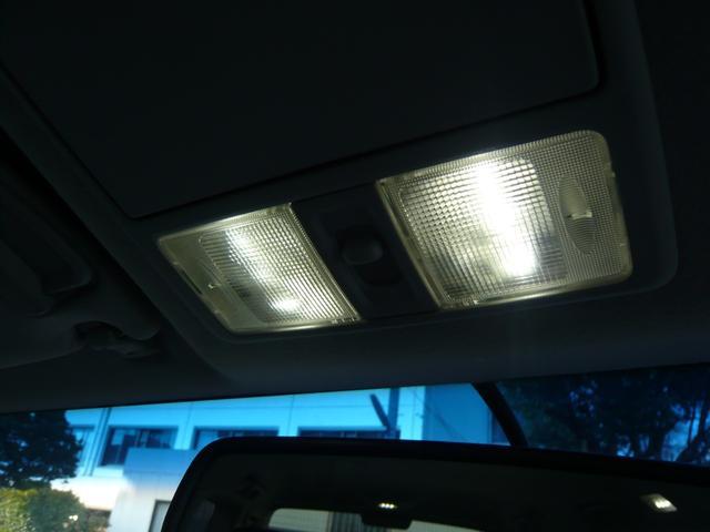 室内ランプはLEDランプですので、夜間でも明るいです