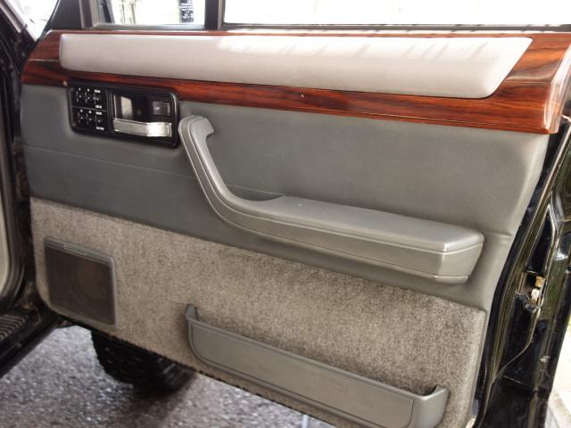 クライスラー・ジープ クライスラージープ チェロキー リミテッド  4.5inリフトアップ 新品ホイル