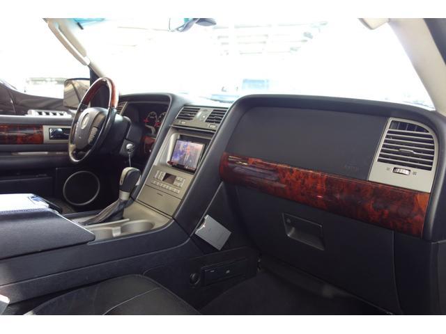 「リンカーン」「リンカーン ナビゲーター」「SUV・クロカン」「大阪府」の中古車36