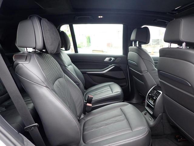 M50i スカイラウンジ レーザライト アルカンターラ 黒革 アラームシステム 6コンフォートシート 5ゾーンAC 22インチAW デモカー(7枚目)