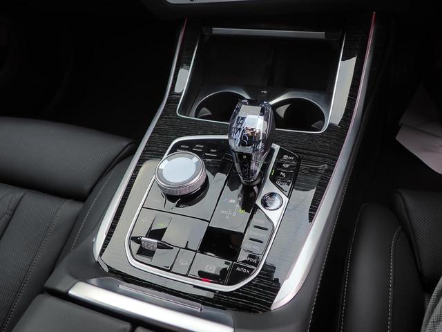 M50i スカイラウンジ レーザライト アルカンターラ 黒革 アラームシステム 6コンフォートシート 5ゾーンAC 22インチAW デモカー(14枚目)
