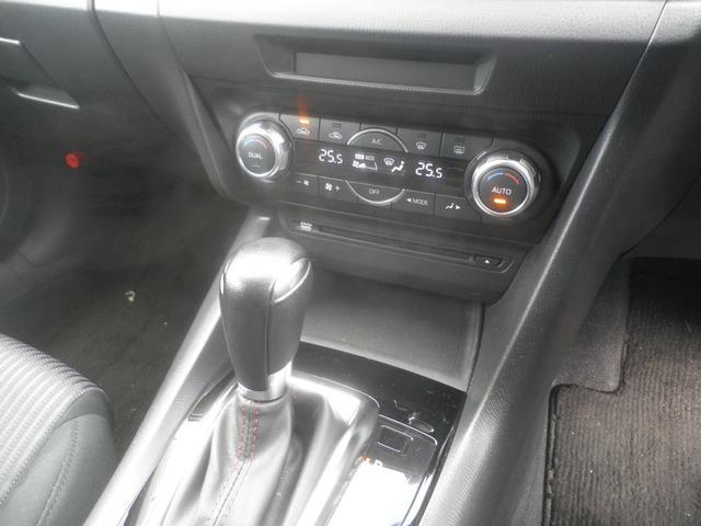 左右独立式オートエアコンで、温度調節が左右で分けることができます!