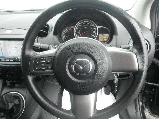 運転席からの操作系統です。視界も良好です。