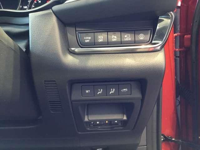 運転席は10Wayパワーシートかつシートメモリー機能もございます。運転するときに即座にベストポジションに誘ってくれます。助手席パワーシートではないですが、高さも調整できるシートリフター機能付きです。