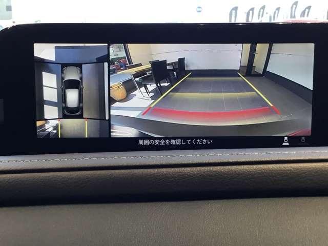 360度カメラ搭載車ですので、低速時での不安を解消してくれます。この写真は右側はバックカメラですが、前進時にはフロントカメラにもなりますので歩行者や縁石なども確認することが可能です。