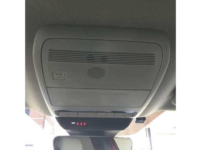 24時間365日マツダと車・車とお客様をつないでくれるマツダコネクティッドサービスを搭載しております。緊急時にはこのSOSボタンでオペレーターにつながることも可能。サービス利用料は初回車検満了まで無償