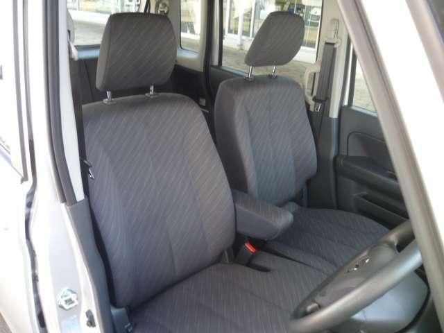 広い着座面積のシートで、長時間の運転も疲れにくくなっています。