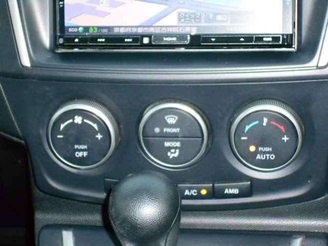 簡単な操作で車内を快適にしてもらえるオートエアコンを装備しています。