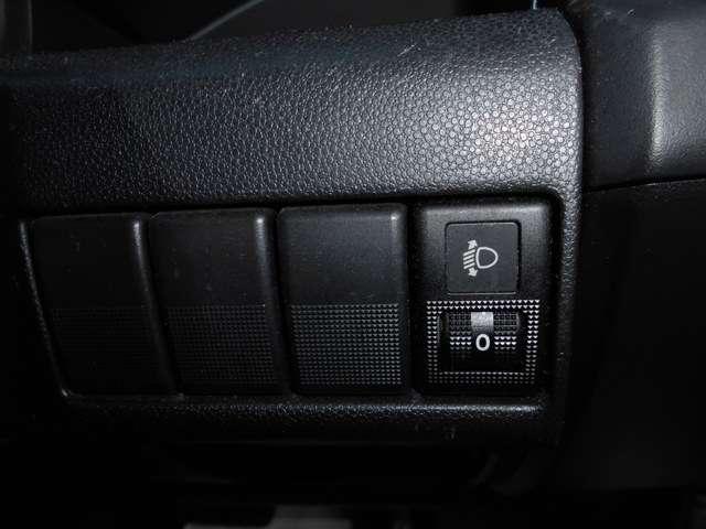 ヘッドライトの光軸調整機能も装備して、対向車への配慮も出来ます。