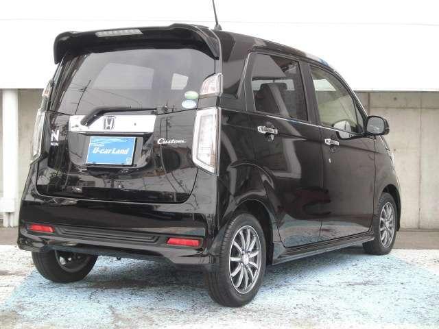 リア3面がUVカットのダークガラスになっちて、車内のプライバシーと紫外線から守ってくれます。