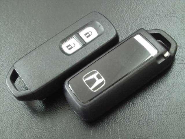 スマートキーが2個ありサブキーとしてまたお二人の使用で各々お持ち頂けます。