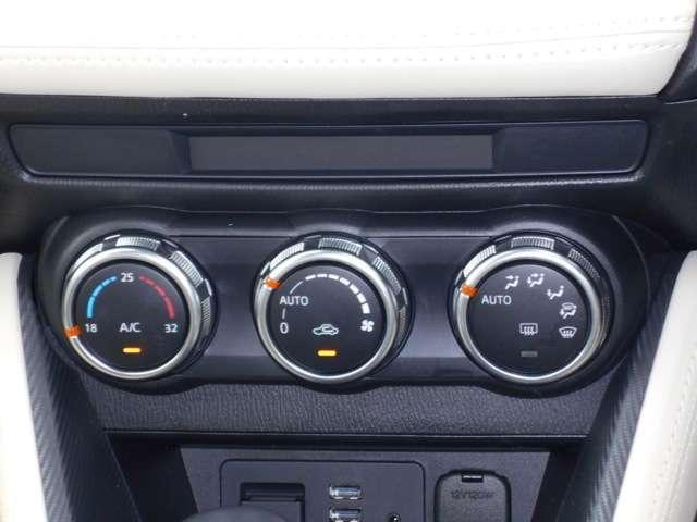 走行中の操作もしやすい、オートエアコンスイッチになっています。簡単な操作で車内を快適にしていただけます。
