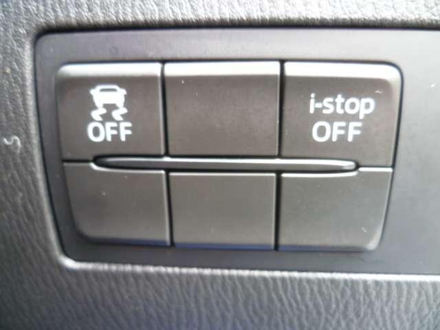 横滑り防止装置、アイドリングストップシステムのスイッチです。安全性も高く、安心できる車です。