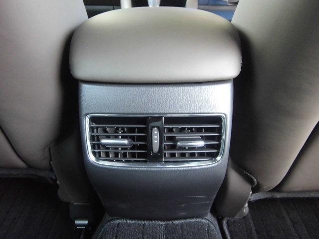 後部座席でもエアコンの風を当てられるエアコンルーバー装備