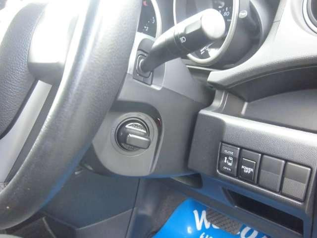 運転席で各種スイッチ類の操作が可能エンジンはノブを廻すだけの簡単始動が可能です