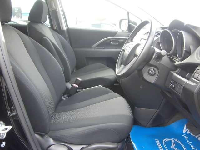 体をしっかりサポートしてくれるシート。クッション性もあり、座り心地もいいですよ!長時間のドライブでも疲労を軽減してくれます。