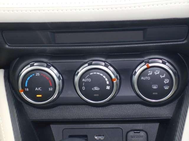 走行中の操作もしやすい、エアコンスイッチになっています。簡単な操作で車内を快適にしていただけます。