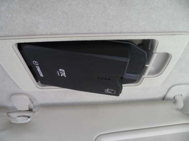 サンバイザーにはスマートインETCが装備しています。