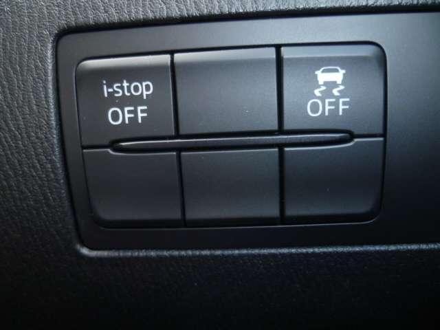 横滑り防止装置やアイドリングスイイッチなども手元で操作可能です。