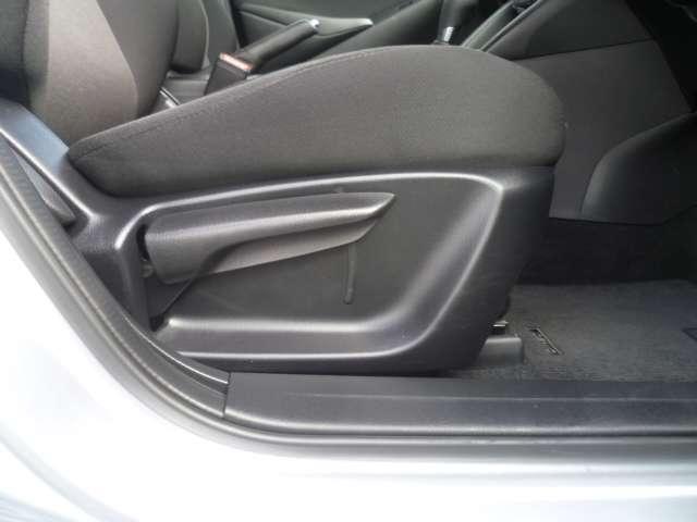 運転性にはシートリフターがありラチェット式で力が要りません。