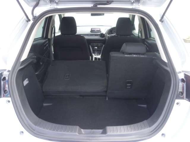 セカンドシートの分割可倒機能を使用して、大きな荷物もしっかり積める、広いスペースを作っていただけます。
