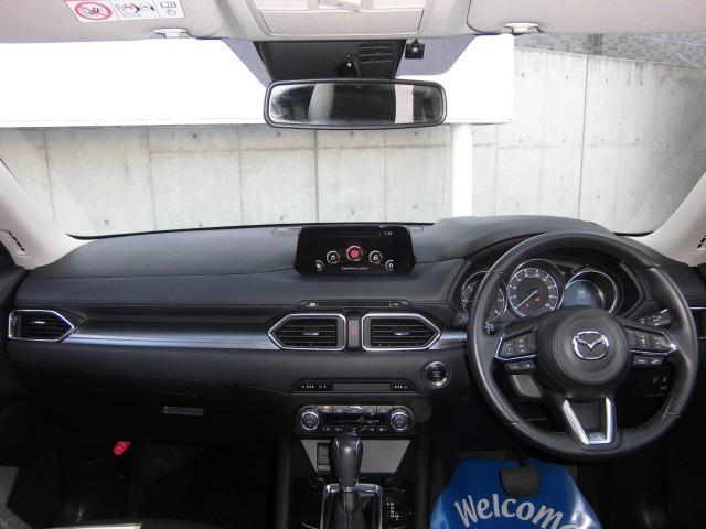 大きなフロントガラスで前方視界も良好です。フロントガラスにはアクティブドライビングディスプレィの情報を表示します。