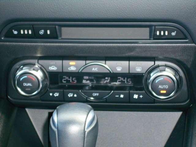 運転席側、助手席側の温度調整を個別に行えるデュアルオートエアコンを採用しております。