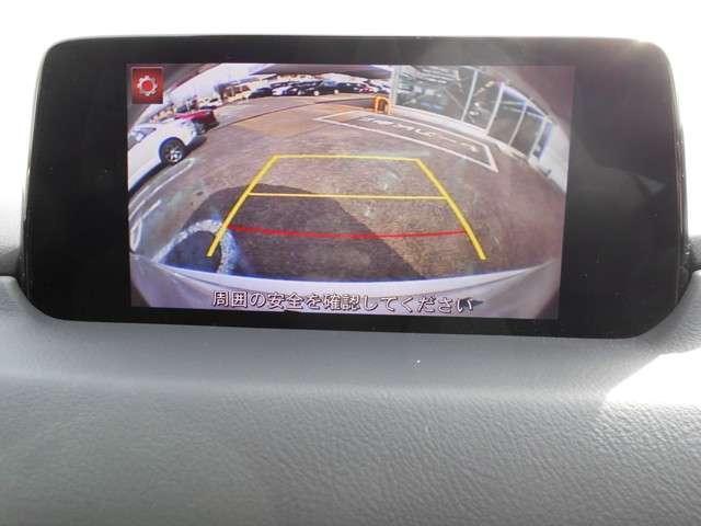 バックのカメラで周囲の安全確認が出来ます。