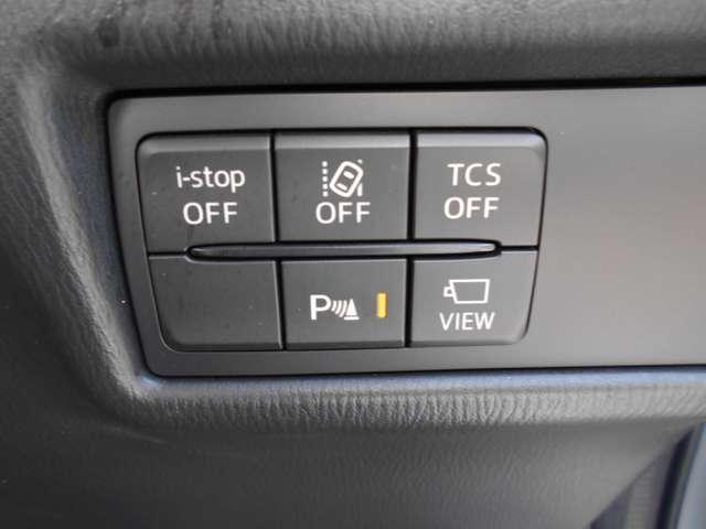 車線逸脱警報装置やサイドカメラ、パーキングセンサーなど、手元で操作できるスイッチです。